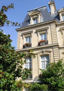 Saint James Paris exterior